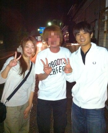 名古屋から来てくれた友達夫婦と。フジノの顔はひどいのでモザイク