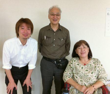 右から山越里子さん・石母田衆さん・フジノ(2011年6月4日)