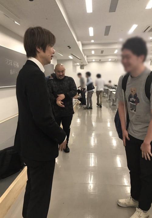 講義終了後に話しかけてきてくれた学生さんとフジノ