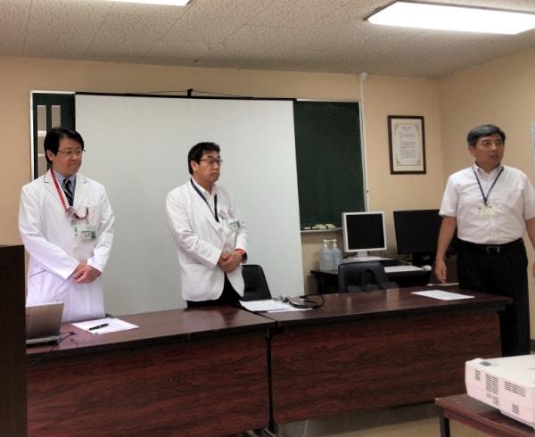 左から、宮本朋幸さん、管理者の沼田裕一さん、健康部長の内田さん