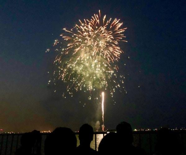 市民協賛観覧席から観た花火の様子はこんなでした