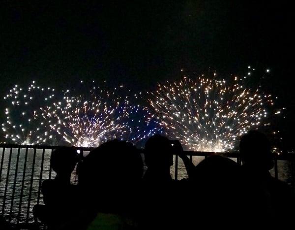 市民協賛観覧席から観た水上花火
