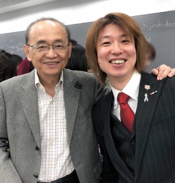 講義終了後、アサノ先生と。