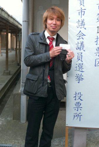 フジノ自身も投票所へ行ってきました