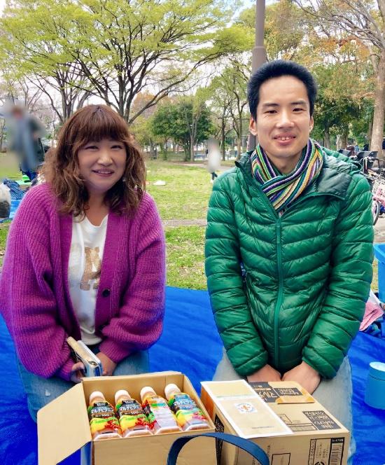 右から「神奈川フードバンク・プラス」鈴木さん、「ひまわり」の寺田代表