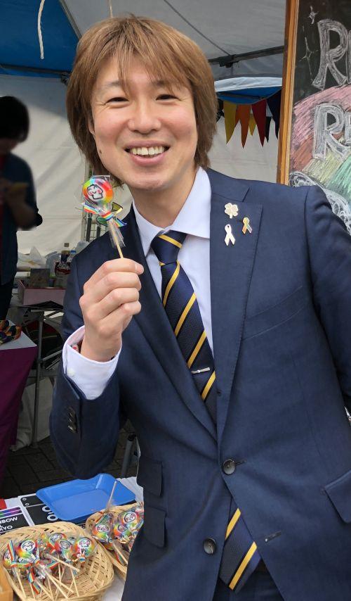 上野の老舗の飴屋さんが作っている「レインボー飴」