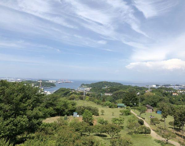 展望台からは横浜のランドマークタワーも見えます