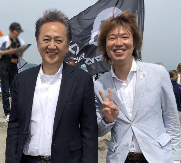 開会式終了後の上地市長とフジノ