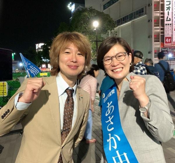スピーチ終了後のあさか由香さんとフジノ
