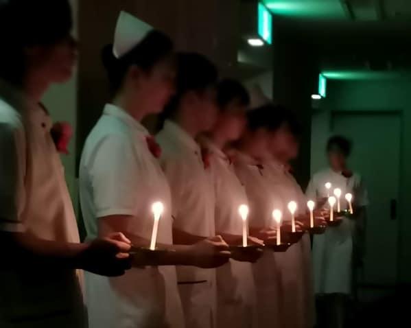 クリミア戦争の野戦病院で深夜にランプを灯してベッドを巡回したナイチンゲールの逸話から来ているそうです