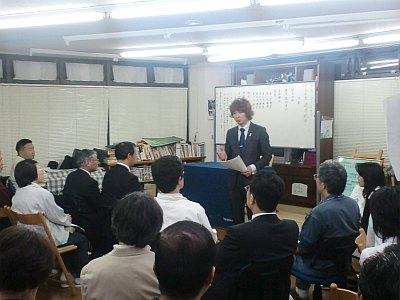 2009年5月29日講演をするフジノ